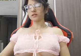 Indian Mom With Big Ass and Fat Pussy Convinced to Strip on Cam