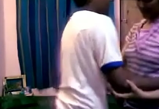 भाई-बहन(step-sister) का पहला सेक्स बहन को पटाने के बाद। साफ हिंदी आवाज में