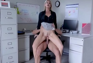 Berth Sex With respect to Blonde MILF Boss- India Summers