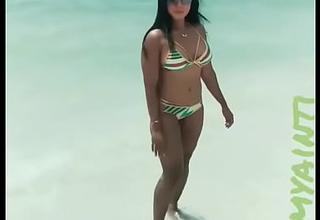 Desi Girl in Sexy Bikini