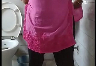Indian bhabi pissing apropos toilet