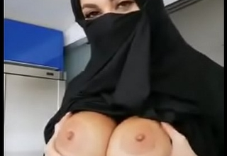 Indian Muslim girl showing tits
