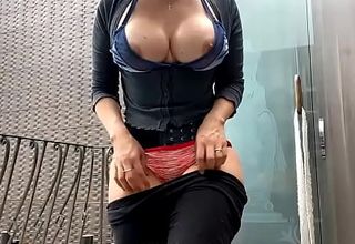 Indian MILF With Huge Tits Showing Off Perfect Crowd On Her Patio to Strangers