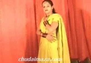 Hot Northindian B Grade Actress expose her Boobs Pussy-Hindi Chudai Kaaro Please