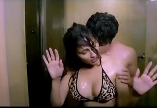Very Hot &brvbar_&brvbar_ Full Romance &brvbar_&brvbar_ Mujhe Pyar Kar Video Song &brvbar_&brvbar_ Film Haseenae.MP4