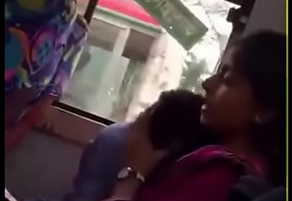 Bangladeshi bf and gf in hindrance Bus
