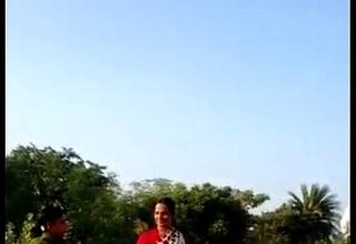 desi village bhabhi saree lift snatch show in public