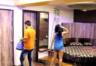 Indian Mona Bhabhi Teasing Room Facilitate Boy In Hostelry Exposing Big Ass