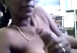 Tamil item girl Divya sucking her client cock in hotel room .TAMIL AUDIO