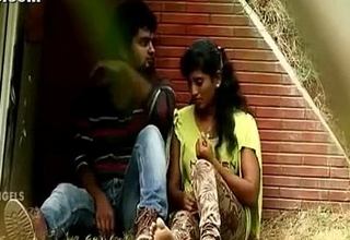 Indian Hot Masala video featuring park encounter of desi lovers - Wowmoyback