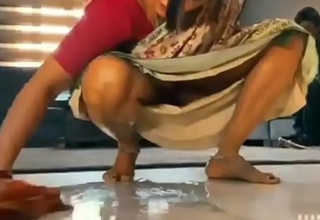 Desi hawt bhabhi cleaning on every side house
