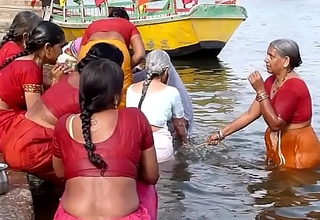 Indian old aunties bathing gonga openly. Obese Exasperation and BOOBS!!!