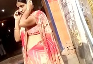 desi aunty akin to X hip and navel in public