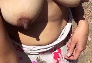 खेत में सेटिंग का नंगा कर दिया