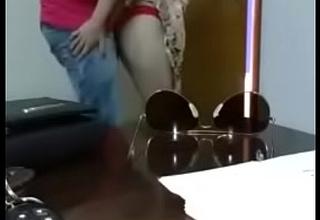नौकर ने चुप चाप अरब मालिक का पत्नी की घांड मारा ,किस किया
